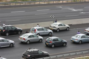 Photo of Israeli traffic on a major road stopping for 2 minutes for Yom Hashoah