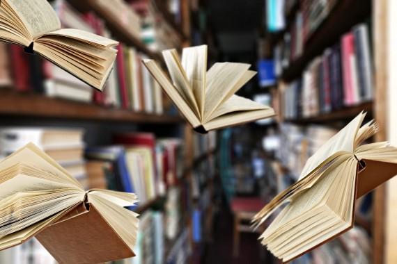 bigstock-Flying-books-on-library-booksh-123809723__1460574097_79.176.10.61