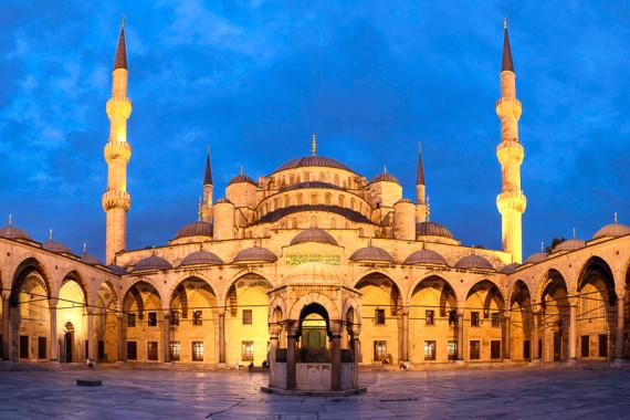 """Fantastische Abendstimmung der Sultan Ahmed Moschee, besser bekannt als die """"Blaue Moschee"""", Istanbul, Türkei"""
