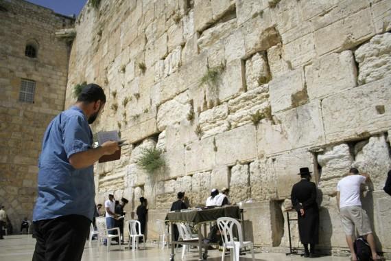 bigstock-Hasidic-jews-at-the-wailing-we-25610237__1460571869_79.176.10.61